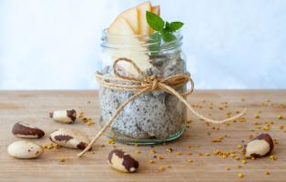 Chia- och psylliumpudding med carobpulver