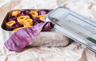 Fruktremmar i giftfri matlåda från Lunchbots