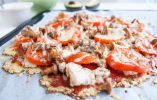 Pizza på (förbättrad) blomkålsbotten