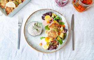 Fiskbiffar med tångsås och picklade grönsaker