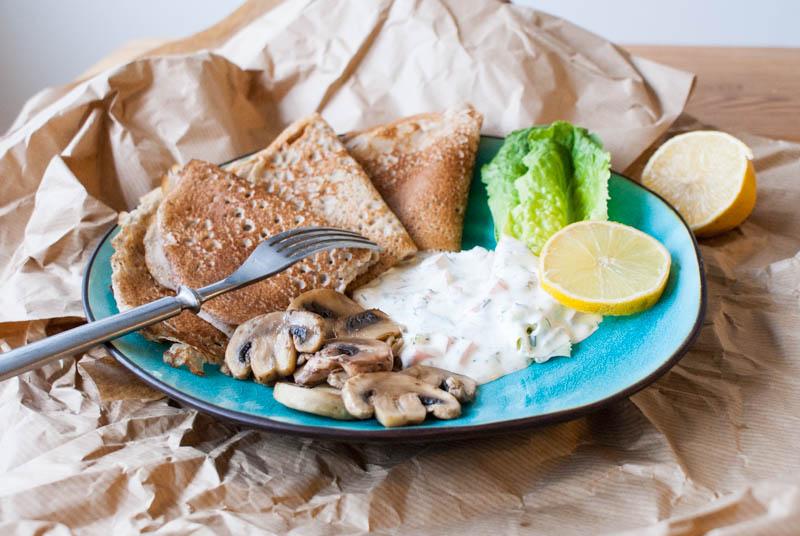 Bovetepannkakor med vegetarisk skagenröra