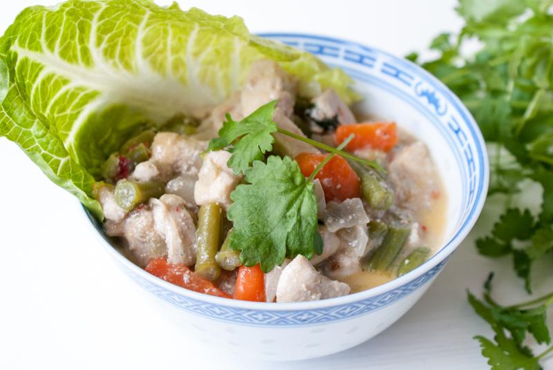 Asiatisk kycklinggryta med broccoli- och blomkålsmos