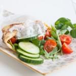 Äggwrap med skagenröra och grönsaker