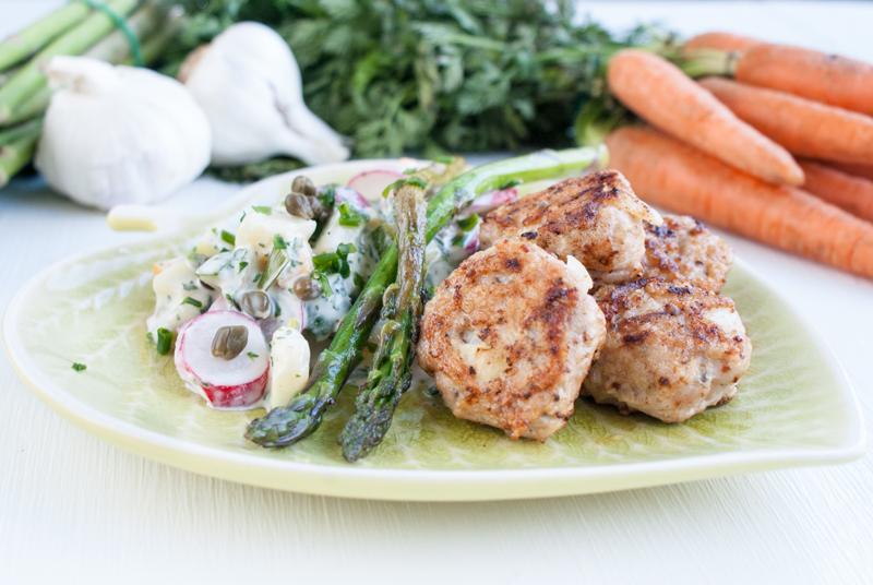 Falsk potatissallad med kycklingbullar