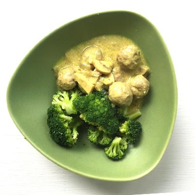 Hönsfrikadeller med broccoli