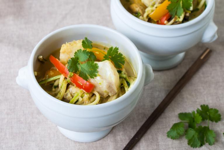 Asiatisk fisksoppa med zucchininudlar
