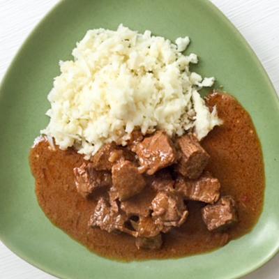 Curry på nötkött med blomkålsris