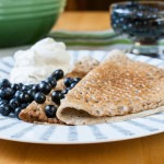 Gluten- och mjölkfria pannkakor med nyplockade blåbär