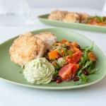 Torskbiffar med sötpotatissallad och avokadokräm