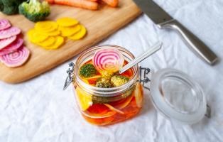 Picklade grönsaker med björksocker